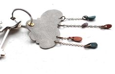 Even if you're not a fan of rainy days, this super-sweet leather rainy cloud key chain is something to smile about. In this tutorial you'll not only learn how to make a practical key chain with a. Leather Accessories, Leather Jewelry, Leather Craft, Diy Keychain, Leather Keychain, Key Rings To Make, Handmade Crafts, Handmade Jewelry, Crea Cuir