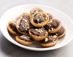 Hvorfor købe, når det er sjovt at lave det selv? Få opskriften på hjemmelavede Toffifee med Nutella og blær dig overfor dine gæster, som vil nyde dit mesterværk!