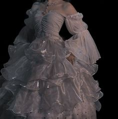 Pretty Outfits, Pretty Dresses, Beautiful Dresses, Amazing Dresses, Elegant Dresses, Ball Dresses, Prom Dresses, Bridal Dresses, Mode Outfits