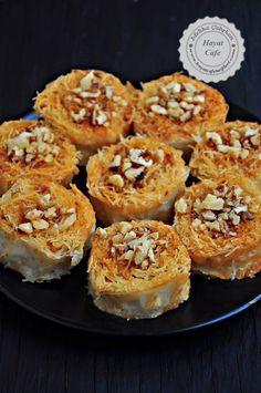 sarma kadayıf nasıl yapılır Turkish Recipes, Greek Recipes, Italian Recipes, Ethnic Recipes, Ramadan Desserts, No Bake Desserts, Dessert Recipes, Mediterranean Desserts, Eid Food