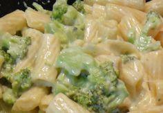 Macarrão com brócolis e requeijão