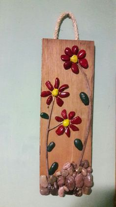 Another small pallet art picture. This one's for my mother in-law. She is a great artist/crafter. She does – BuzzTMZ Quick Crafts, Diy And Crafts, Arts And Crafts, Stone Painting, Diy Painting, Art And Craft Flowers, Pallet Art, Small Pallet, Wall Collage Decor