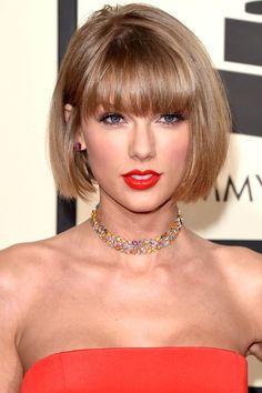 Grammy veja os cabelos e looks que famosas como Taylor Swift, Selena Gomez e Demi Lovato apostaram Taylor Swift Hot, Style Taylor Swift, Taylor Swift Bangs, Demi Lovato, Medium Long Hair, Taylor Swift Pictures, Mi Long, Hairstyles Haircuts, Bob Hairstyle