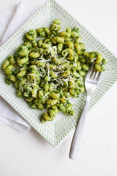 15 Minute Vegetarian Meal: Kale Walnut Pesto Pasta