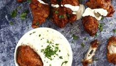 Kentucky stílusú csirkeszárnyak ranch mártogatóssal | Street Kitchen Kfc, Kentucky, Ranch, Beef, Chicken, Breakfast, Kitchen, Food, Street