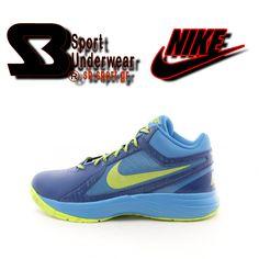 Nike The Overplay VIII M Το αντρικό μποτάκι μπάσκετ Nike The Overplay VIII M σε μπλέ χρώμα, αποτελείται από συνθετικό δέρμα και εσωτερική υφασμάτινη επένδυση με μαξιλαράκια. Είναι διάτρητο για καλύτερη αναπνοή του ποδιού και διαθέτει μαλακό πάτο και πατενταρισμένη αερόσολα, για εξαιρετική άνεση και αντικραδασμική προστασία. Η καμπύλη στην εξωτερική σόλα, εξασφαλίζει καλύτερη στήριξη ενώ το σχήμα ψαροκόκκαλου, γερό κράτημα. Κατάλληλο για γήπεδα και βόλτες με στύλ.