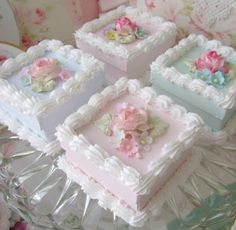 Lovely mini cakes at teatime Cupcakes, Cupcake Cookies, Fancy Cakes, Mini Cakes, Tea Cakes, Cake Decorating Tips, Cookie Decorating, Pretty Cakes, Beautiful Cakes