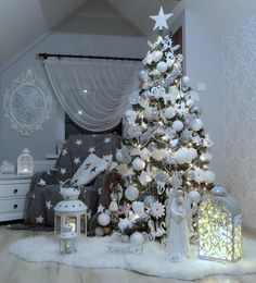 100 White Christmas Decor Ideas Which are Effortlessly Elegant & Luxurious - Hike n Dip Here are best White Christmas Decor ideas. From White Christmas Tree decor to Table top trees to Alternative trees to Christmas home decor in White & Silver Elegant Christmas Trees, Silver Christmas Tree, Christmas Tree Themes, Noel Christmas, Beautiful Christmas, Christmas Tree Decorations, Holiday Decor, Christmas Quotes, Luxury Christmas Decor