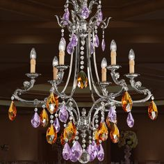 Se llevan... Las lámparas de suspensión de estilo barroco. Jovimart, Valencia, España