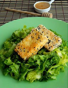 Ingredients : 200 gr of Hotos feta cheese into pieces flour 1 egg white and black sesame seeds olive oil good quality honey Read more. Appetizer Dips, Appetizer Recipes, Feta, Greek Cooking, Appetisers, Greek Recipes, Entrees, Food And Drink, Favorite Recipes