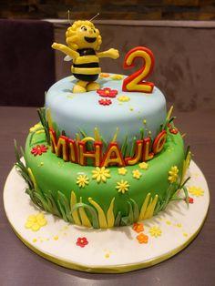 Fleißige #Bienchen findet man normalerweise auf der #Blumenwiese. Diese #Biene #Maja ist allerdings ganz verzückt von unseren #Torten. Sie auch?