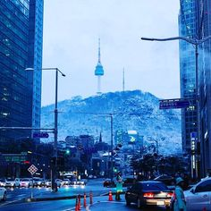 Seoul N Tower by Young Woo Park . . #seoultower #seoul #seoulntower #namsantower #namsan #southkorea #koreanwinter #winterinkorea #jongno #서울타워 #서울N타워 #남산타워 #서울 #남산 #겨울