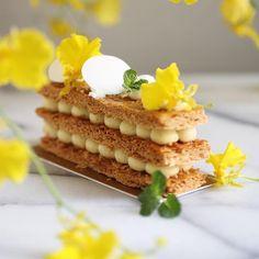 Oct 9 2017。Hong Kong。Dessert。Mille Feuille  Another great Mille Feuille!! So crispy & light !!! #beautifulcuisines #simplisticfood #gastronogram #feedfeed #cuisine_captures #chefsroll #topcitybites #foodamology #eniyilerikesfet #aroii #gastroart #foodblogger #foodblog #nom #nomnom #vscofood #menwithcuisines #ケーキ #デザート #디저트 #相機食先 #chefsplateform #맛있는  #hkfoodie #breakfast #美味しい #foodart #comfortfood #photography #hotelworld_food_radar