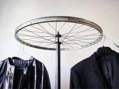 Laufrad-Kleiderständer | 23 wunderbare Lösungen für deine kaputten Bike-Parts