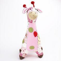"""Zu finden auf http://www.my-little-store.de/cduk7ds0shk6ddvo:305 Giraffe """"SIAN"""" Fairtrade von Pecamia Das ist SIAN: hat einen IQ von 150, ist verrückt nach Sudoku, misst sich gerne im Wetthüpfen mit Schweinchen Hiu, mag am liebsten Salat. Thailändisch, bedeutet: Genie. Liebevolle Handarbeit aus einer kleinen Textilwerkstatt in Thailand. Wir glauben, dass Fairer Handel auch in der Praxis funktioniert und hoffen somit die Frauen unterstützen zu können!"""