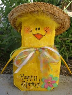 Spring Chick Patio Person Garden Art by SunburstOutdoorDecor Painted Bricks Crafts, Brick Crafts, Painted Pavers, Stone Crafts, Painted Rocks, Wood Crafts, Diy Crafts, Spring Crafts, Holiday Crafts
