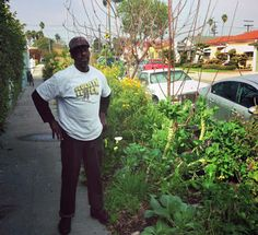 Ron Finley plants edible gardens in South Central Los Angeles. Here, a look — plus TED Talks about growing your own food. Ted Speakers, Urban Farmer, Urban Agriculture, Agriculture Biologique, Look Plus, Grow Your Own Food, Guerrilla, Ted Talks, Permaculture