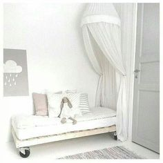 Castor bed, simple yet cute.