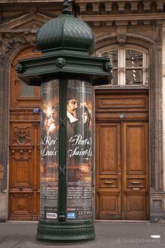 Tall wood entrance door in Rue Rivoli, Paris, France