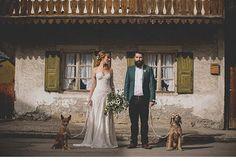 Wedding dogs  #bohemian #boho #wedding #hochzeit #braut #bräutigam #wedding #bride #hochzeitsredner #freie #trauung #münchen #bayer #kleid #dress #flowers #blumen #hipster #romantic #chic #love #couple #dogs #alpen #groom
