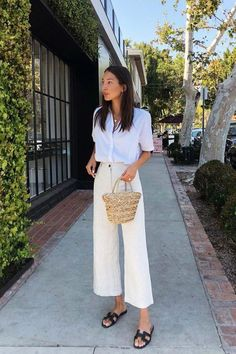 Minimalist Fashion 2018 The minimalist trend involves clothing which is understated and unassuming. The idea behind this trend is that less is more, so we are looking at outfits which have crisp cu… Looks Street Style, Looks Style, Spring Summer Fashion, Spring Outfits, Summer Outfits For Work, Summer Work Clothes, Chic Summer Style, 90s Style, Summer Fashion Trends