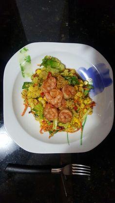 Ensalada de vegetales con cus-cus y camarones en Salsa Teriyaki