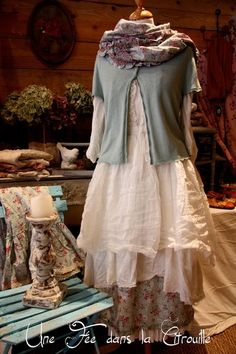 This is very pretty, I would love to wear this!!