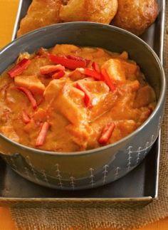 Kamerunilainen maapähkinäkastike on mukavan erilainen kastike, jossa on… Thai Red Curry, Martini, Veggies, Ethnic Recipes, Sauces, Food, Red Peppers, Dips, Vegetable Recipes