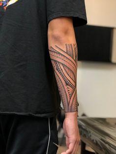 Maori Tattoos, Tribal Tattoos, Tattoos Motive, Forearm Tattoos, Tattoo Band, Hawaiianisches Tattoo, Tribal Tattoo Designs, Stammestattoo Designs, Hawaiian Tattoo