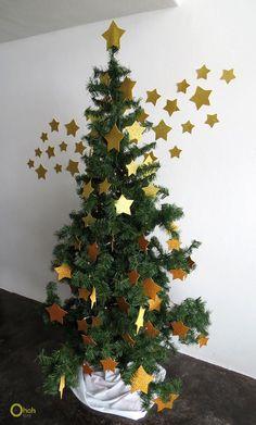 Shining Stars Christmas Tree Decorating Idea Christmas Tree Crafts, Little Christmas Trees, Christmas Treats, Christmas Home, Christmas Tree Decorations, Xmas, Holiday Decor, Glam And Glitter, Winter Time