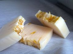 Seymalim - Lemongrass, mint and grapefruit, the soap relaxs the mind and eases any stress, has a citrus smell.