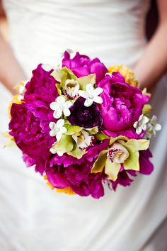 Bridal bouquet by www.angelamazantidesign.com photography by Annabella Charles.com