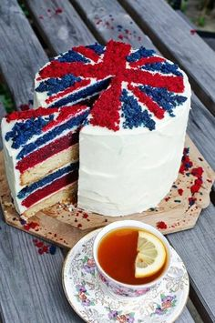 Happy Jubilee ~ union jack cake and tea! I'm pretty sure I was born in the wrong country.I so want this cake! Crazy Cakes, Union Jack Cake, British Party, British Cake, Flag Cake, Gateaux Cake, London Underground, Let Them Eat Cake, Afternoon Tea