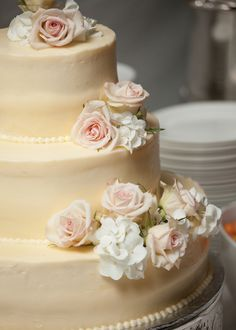 This but with butter cream icing. Love the pearl detail and fresh flowers.