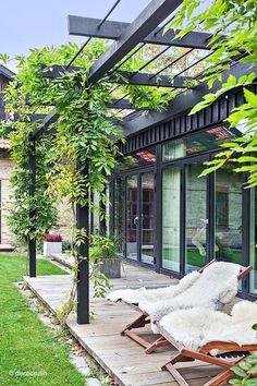 Installer une #terrasse dans son #jardin ! http://www.m-habitat.fr/terrasse/construction-terrasse/comment-realiser-les-plans-d-une-terrasse-2902_A