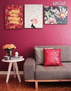 Decoração com quadros para parede bordô