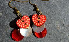 Boucles pour oreilles percées couleur bronze boutons bois coeurs et nacres - Bijoux fantaisie TessNess : Boucles d'oreille par tessness