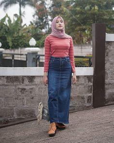 Beautiful Hijab, Beautiful Women, Indonesian Girls, Girl Hijab, Hijab Chic, Niqab, Muslim Women, Hijab Fashion, High Waisted Skirt