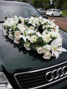 Beautiful heart of silk lilies, roses, orchids and vines, mounted to the wedding car with strong and safe suction cups. Can be custom made with other flowers, colors. We send worldwide.