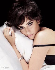 Penelope Cruz Vanity Fair November 2009 - love the eye makeup!