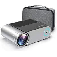 """Grand Écran et Grands Lumens Cinéma Maison Incroyable】Avec la résolution native 720P, ce projecteur Vamvo adopte une technologie d'affichage LCD 4.0 avancée avec des sources de lumière LED améliorées pour vous donner des images plus claires et plus colorées. Le mini projecteur d'extérieur pico L4200 offre la taille de projection de 44 """"à 200"""" en fonction de la distance (1.5m-4.6m). Et notre projecteur a une correction trapézoïdale ± 15 ° verticale... Phone Projector, Cinema Projector, Portable Projector, Projector Stand, Home Entertainment, Usb, Mini Projektor, Ecran Projection, Projector Reviews"""