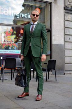 Men's Dark Brown Tie, White Dress Shirt, Dark Green Suit, Black Leather Briefcase, and Dark Brown Leather Oxford Shoes Sharp Dressed Man, Well Dressed Men, Fashion Moda, Mens Fashion, Street Fashion, Fashion Menswear, Suit Fashion, Terno Slim Fit, Costume Vert