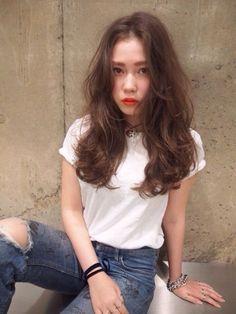 24 trendy hair cuts for women medium long curls Curls For Long Hair, Medium Long Hair, Medium Hair Styles, Curly Hair Styles, Curls Hair, Permed Hairstyles, Trendy Hairstyles, Girl Hairstyles, Japanese Hairstyles
