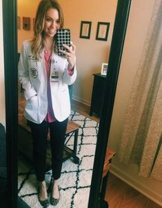 Medical school wardrobe white coats 69 Ideas for 2019 - Clothes School White Coat Outfit, White Lab Coat, White Coats, Business Casual Outfits, Business Attire, White Coat Ceremony, Professional Outfits, Work Wear, Cool Outfits