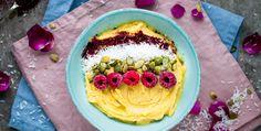 Bowls är trendigare än någonsin i alla dess former. Den här veckan tipsar Linnéas Skafferi om en glass utan tillsatt socker som du kan ordna med på nolltid. Mango nice cream, 3 portioner: 3 frysta bananer 250 g fryst mango 1/2 tsk vaniljpulver havremjölk Topping: frukt, nötter, kokos, bär