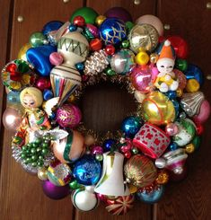 Christmas Wreath Mid-mod Angel wreath. Handmade Christmas wreaths are the best. Find inspiration at Hobbycraft http://www.hobbycraft.co.uk/ #christmas #wreaths #christmaswreaths