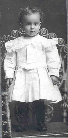 Free Dolls Clip Art - Vintage Photo of African-American Child - Doll Collecting©2000 Denise Van Patten - http://collectdolls.about.com;