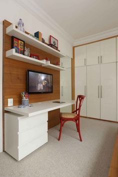 I like the color blocking with the wood. Home Office Decor, Home, Home Office Bedroom, Home Office Table, Youth Room, Interior Design Living Room, Interior Design, Interior Design Bedroom, Apartment Bedroom Design