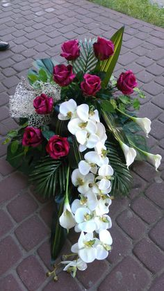 Com - Wedding decor - Decor Church Flower Arrangements, Beautiful Flower Arrangements, Floral Arrangements, Beautiful Flowers, Wedding Top Table, Wedding Boxes, Tropical Flowers, Fresh Flowers, Plaques Funéraires
