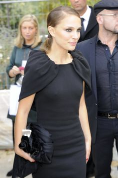 Pictures and GIFs of famous actresses, singers, models, athletes and other beautiful celebs. Celebrity Pictures, Celebrity News, Natalie Portman Style, Nathalie Portman, Outing Outfit, Cinema, Celebs, Celebrities, Most Beautiful Women